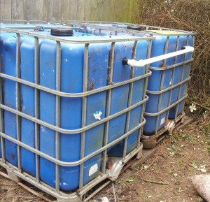Couple two 1000 litre tanks together